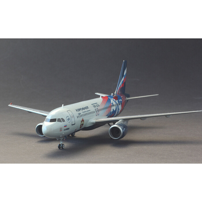 Сборная модель Звезда Гражданский авиалайнер Аэробус А - 320, подарочный набор, 1/144 ZV 7003П