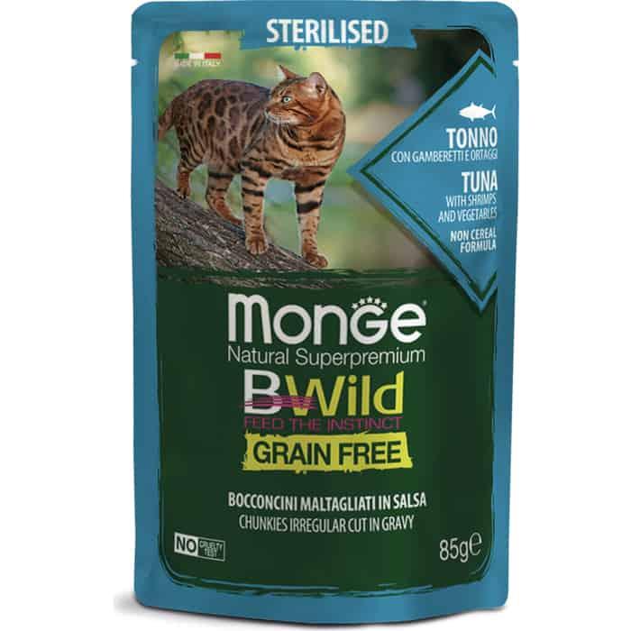 Фото - Паучи Monge Cat BWild GRAIN FREE из тунца с креветками и овощами для стерилизованных кошек 85 г monge bwild grain free cat беззерновые для взрослых кошек с треской креветками и овощами в соусе 85 гр