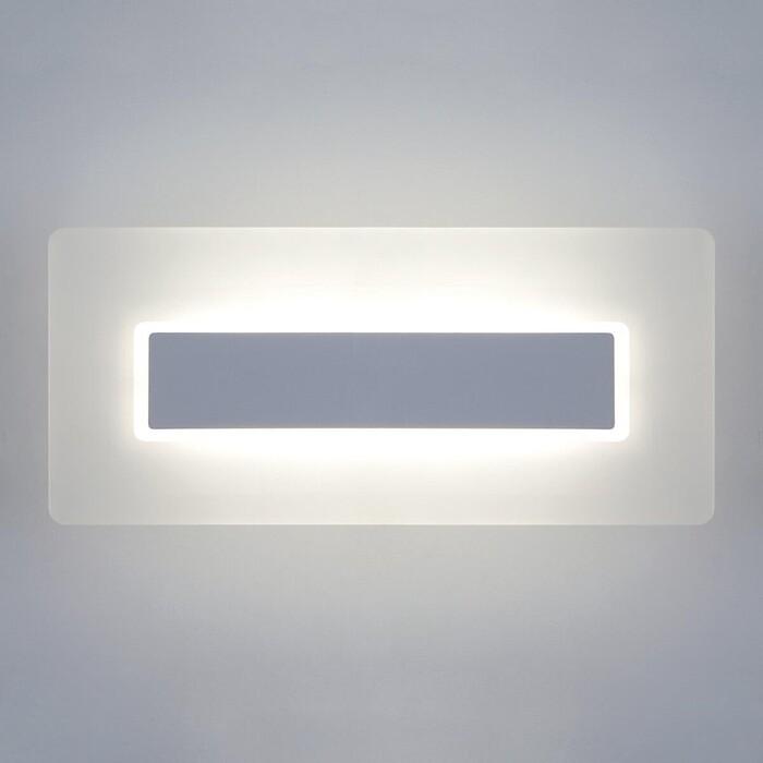 Настенный светодиодный светильник Eurosvet 40132/1 Led белый светильник настенный eurosvet screw 40136 1 6w белый