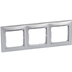 Рамка Legrand на 3 поста Valena горизонтальная алюминий/серебро (770353) рамка для розеток и выключателей valena 3 поста цвет алюминий